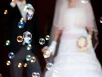 Bolle di sapone agli sposi