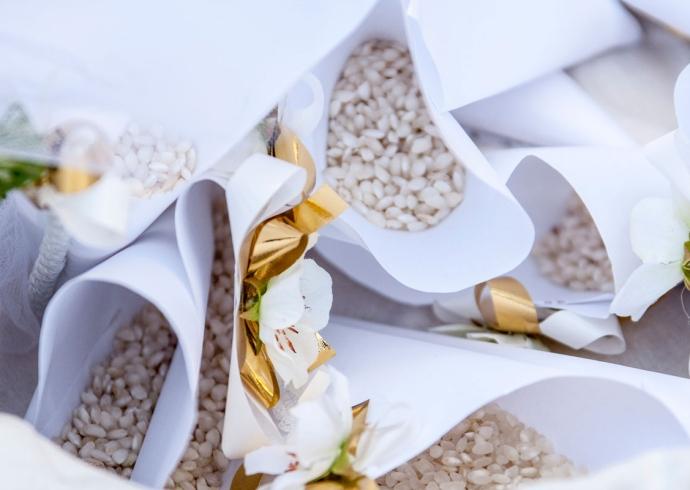 I Sacchetti di riso al matrimonio non mancano mai