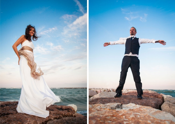 Gli sposi si lasciano andare alla luce del tramonto nelle spiaggie del Veneto