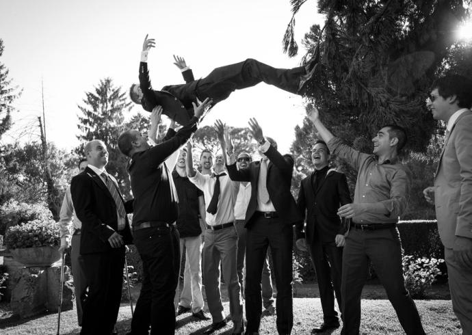 Lancio in aria dello sposo