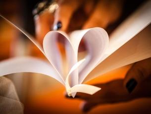Libretto per la chiesa a forma di cuore