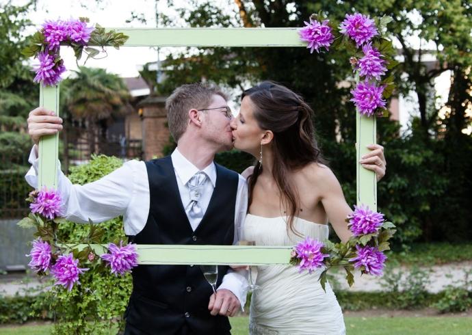 Bacio degli sposi in Villa Giulia a Venezia