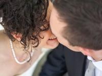 Un tenero momento degli sposi