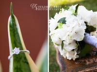Anello di fidanzamento e bouquet di fiori bianchi