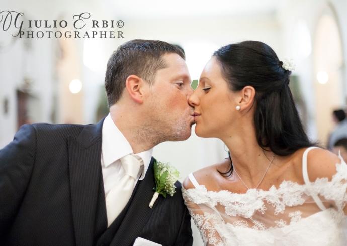il bacio degli sposi in chiesa