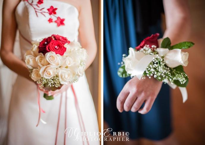 Bouquet della sposa e damigella d'onore con i fiori da polso