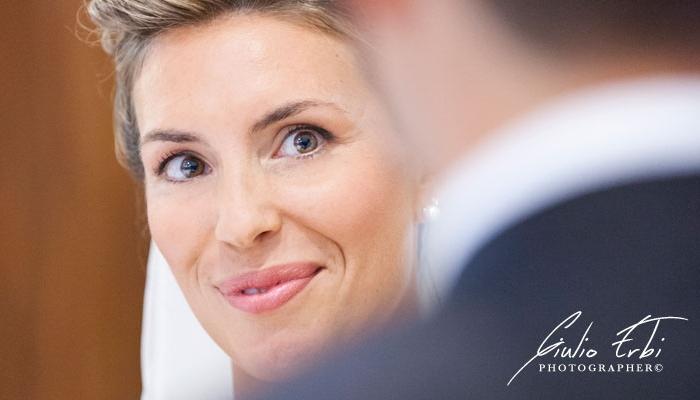 Lo sguardo della sposa durante la cerimonia