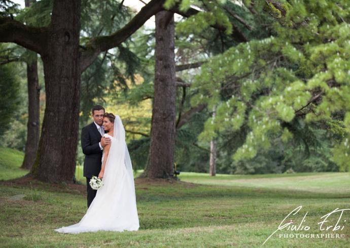 Gli sposi nel giardino della Villa