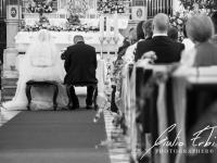Sposi durante la cerimonia religiosa in chiesa